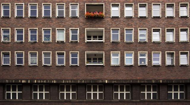 apartments-1851505_640