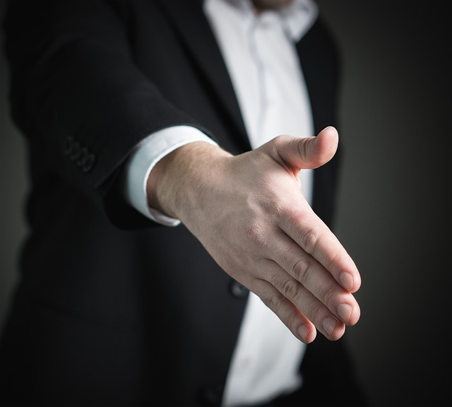 handshake-2056021_640